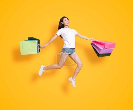 女性购物棚拍模特图片