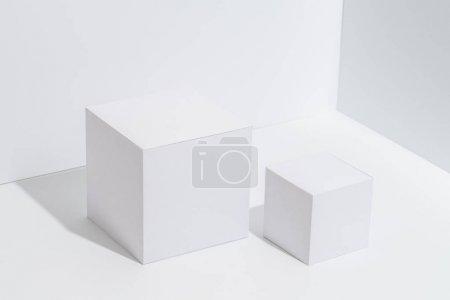 白色角落的白色隔间底座