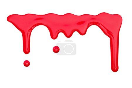 关闭明亮的红色滴水指甲油查出在白色的近距离视图