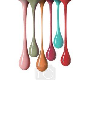 调色板的指甲油在白色隔离的五颜六色的水滴