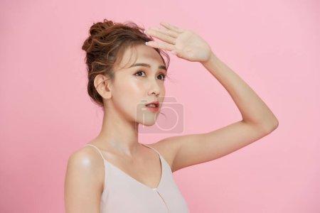 完善是一项艰巨的工作。粉刺、粉刺、清洁、油腻、干燥的皮肤概念